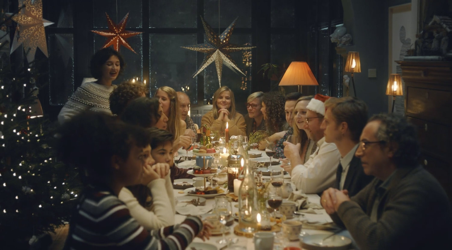 family sitting at the table for christmas dinner in a commercial for delhaize