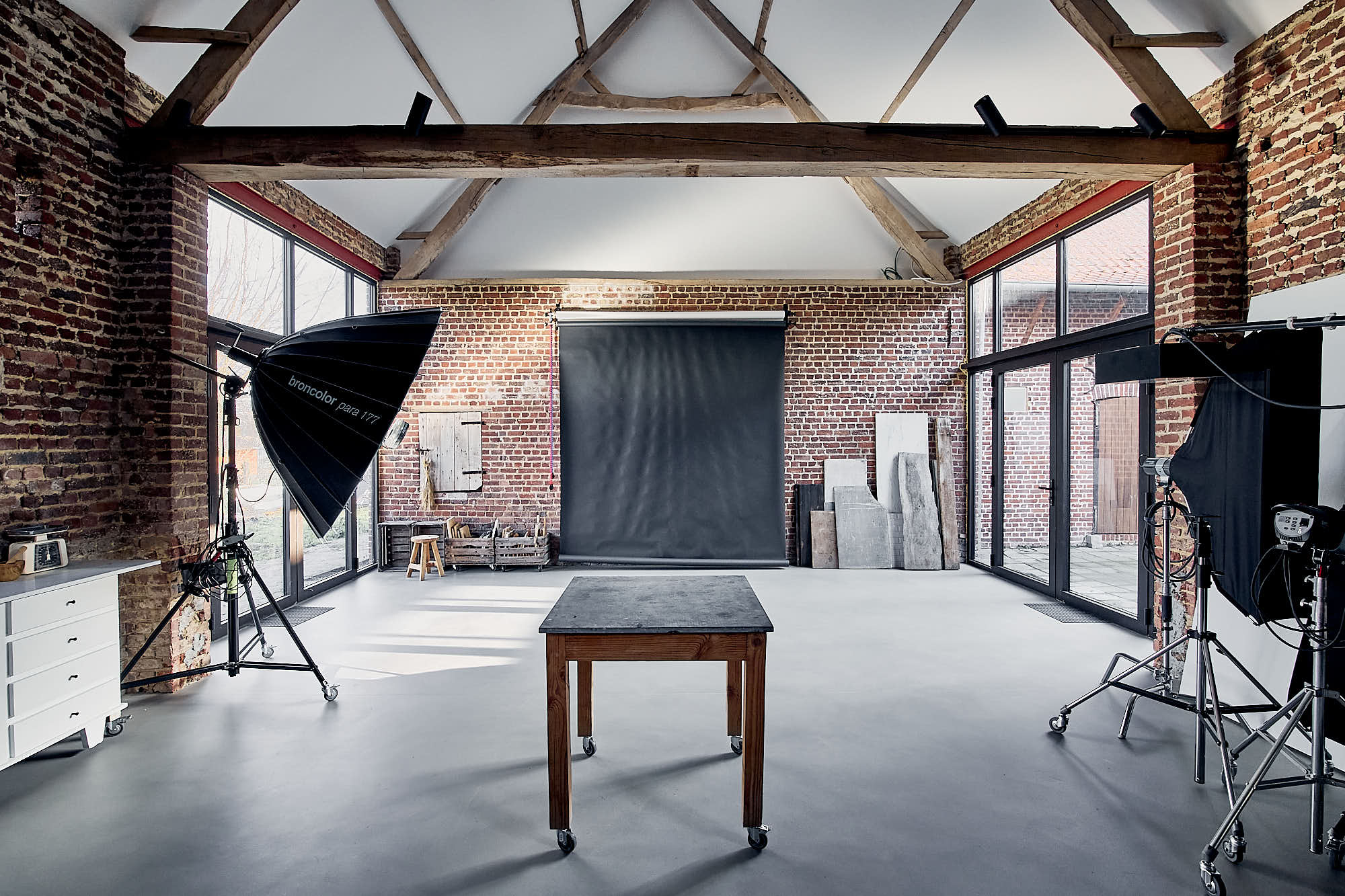 natural light photosgraphy studio with broncolor flash system and paper roll backdrops